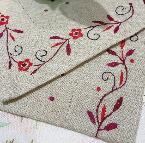 High quality classic 100% linen table runner hand-made color embroidery