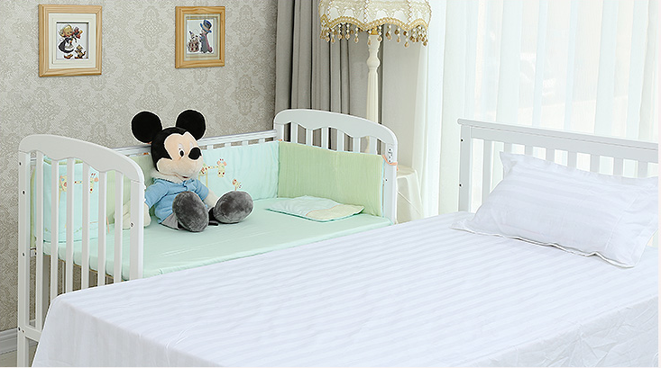 High Quality Solid Wooden Baby Crib
