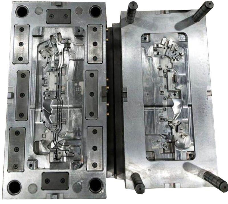 Plastic injection mould for automotive part