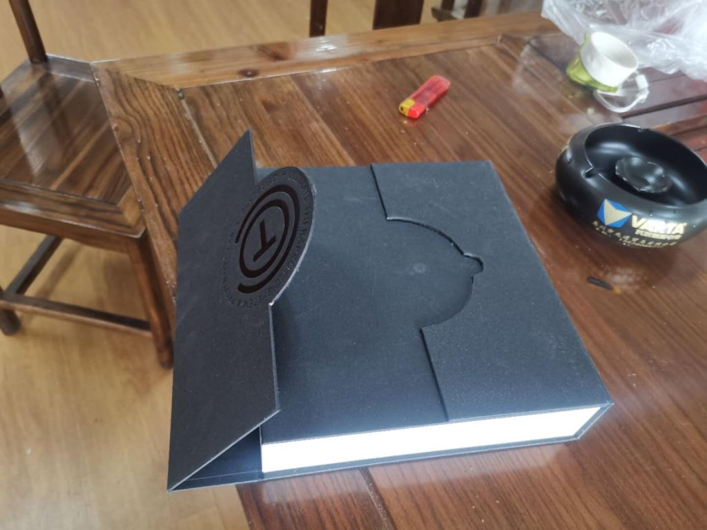 High grade touch flip magnetic box