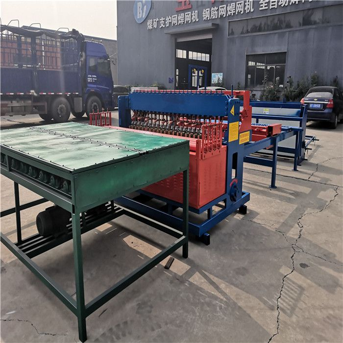 Automatic steel mesh welding machine for coal mine