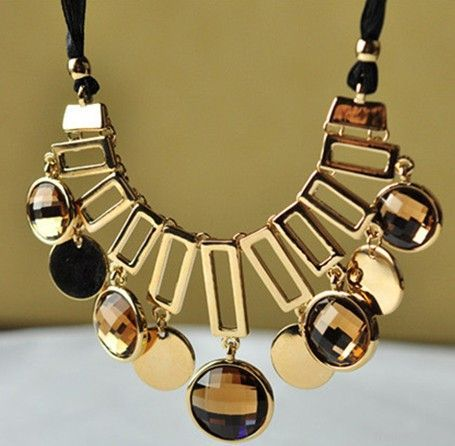 Luxurious Zinc Alloy Crystal Necklace