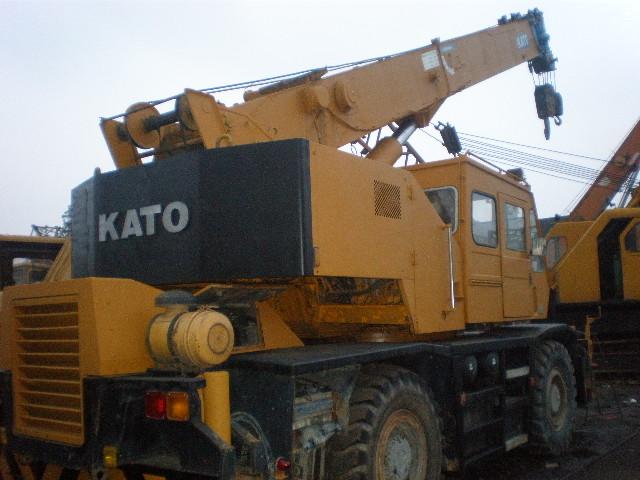 Kato 25 Ton Rough Terrain Crane  Tadano 30 Ton Crane