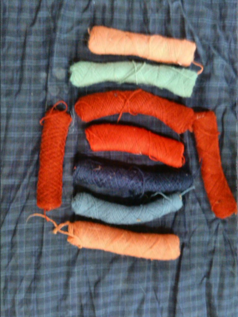 wool thread waste, colored