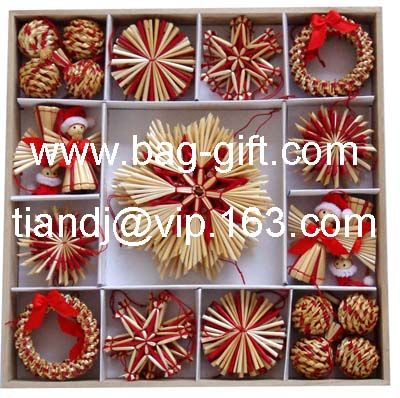 Straw Christmas decorations