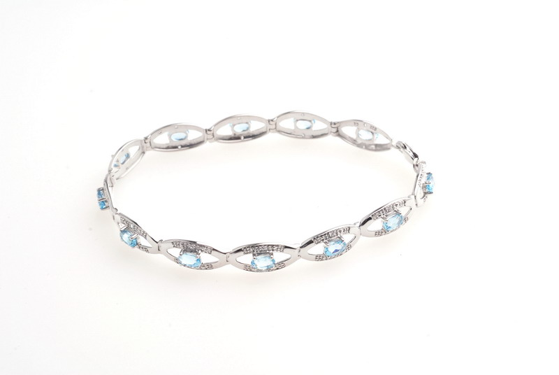 Gold Jewelry--18K Gold Bracelet