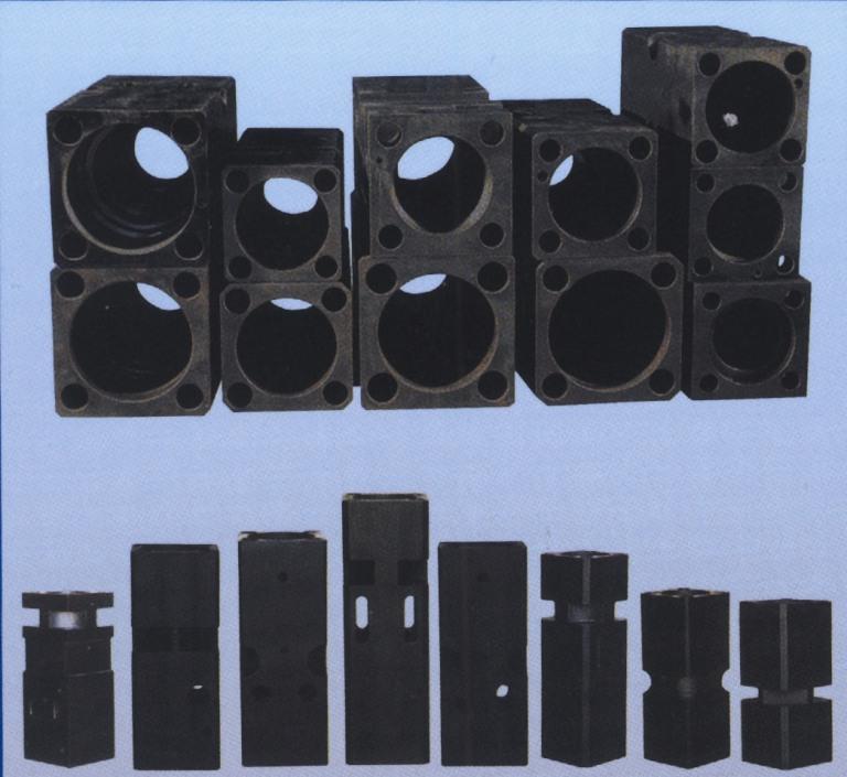 Hydraulic breaker parts chuck housing