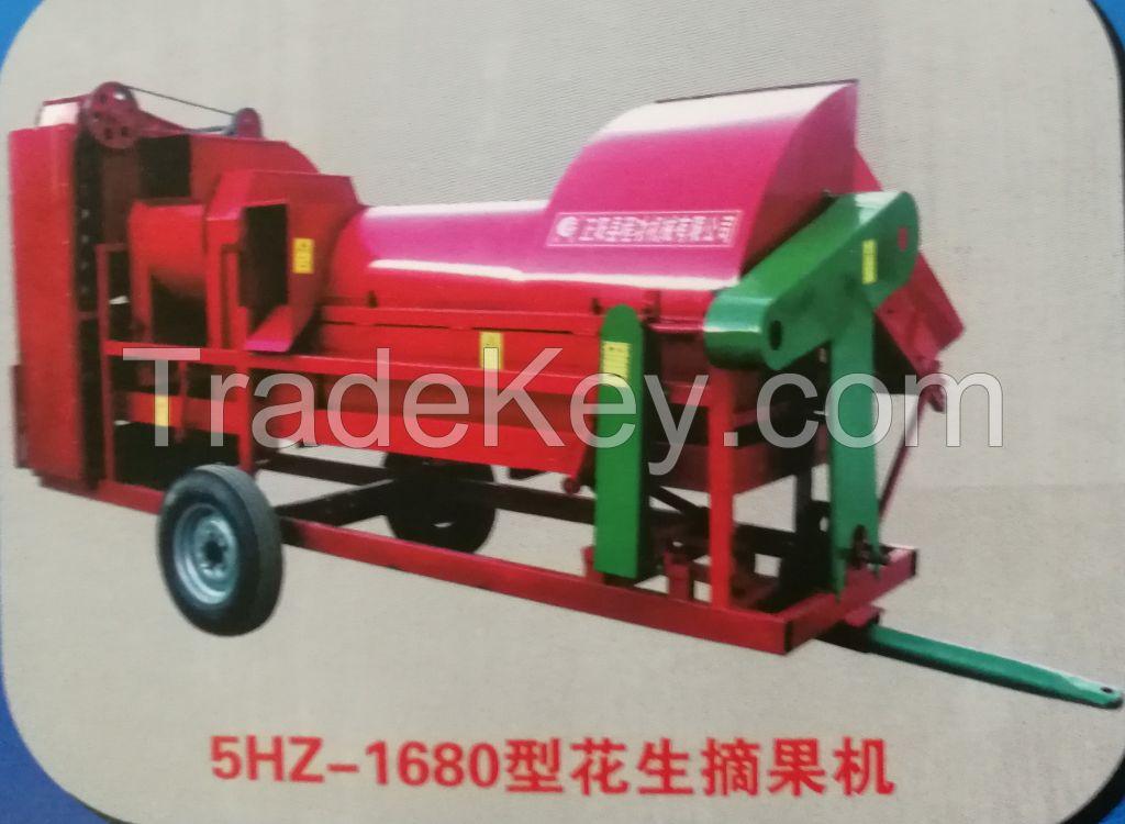Self propelled peanut picking machine/ Self-propelled Groundnut harvester/peanut picker machine/groundnut bagging machine