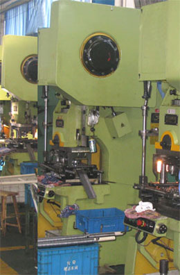 Bearing retainer single plane automatic production line