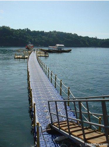 Floating Pier
