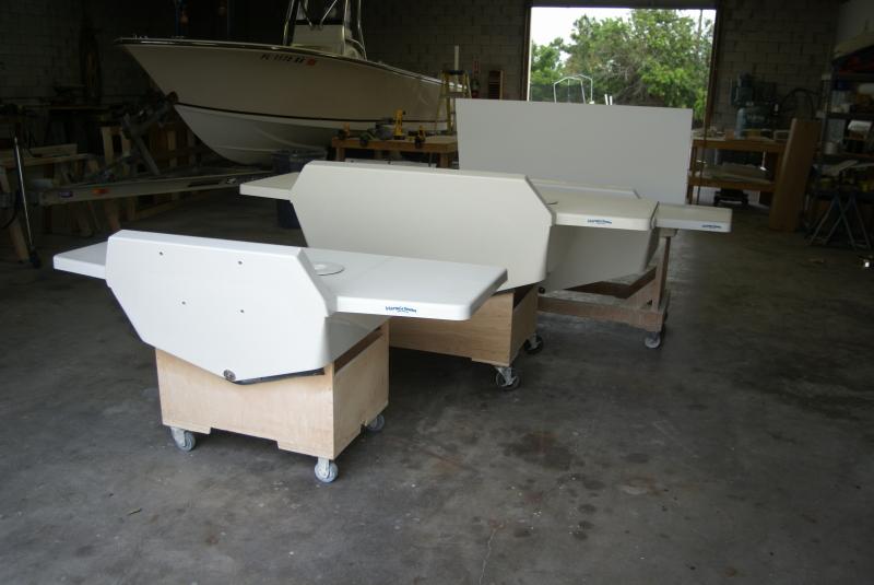 Outboard engine transom bracket