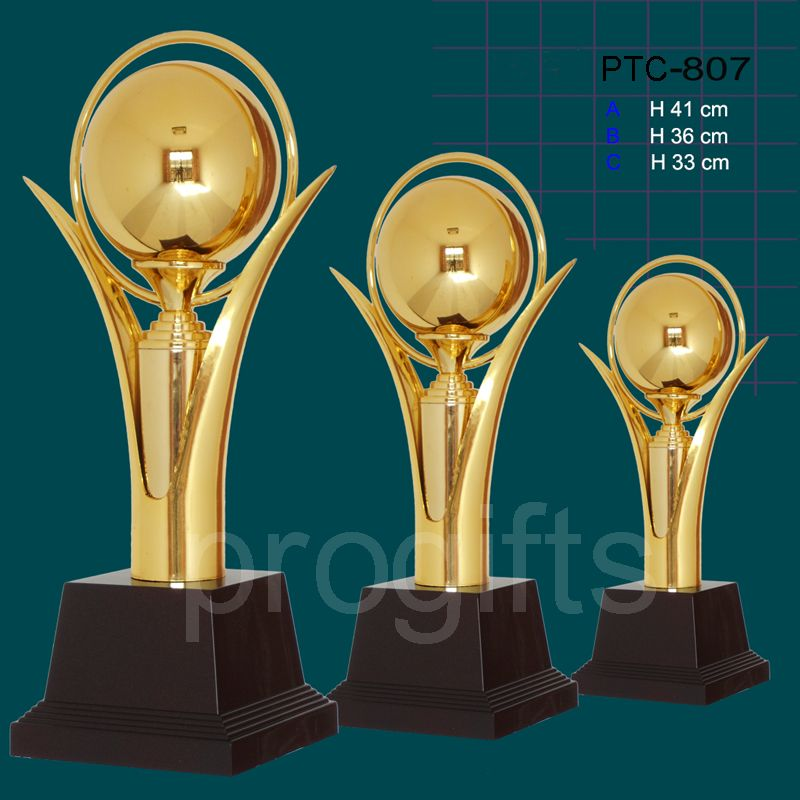 Supply plastic Trophy Cup in Gold color can Be With Individual Inscriptions