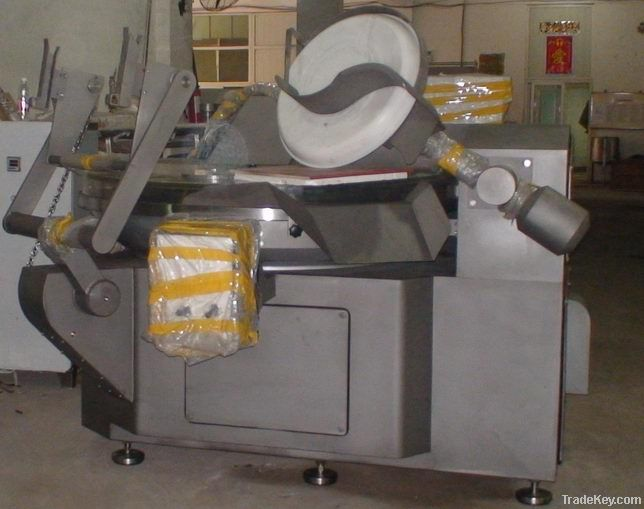 Vacuum bowl cutter for meat paste mixing
