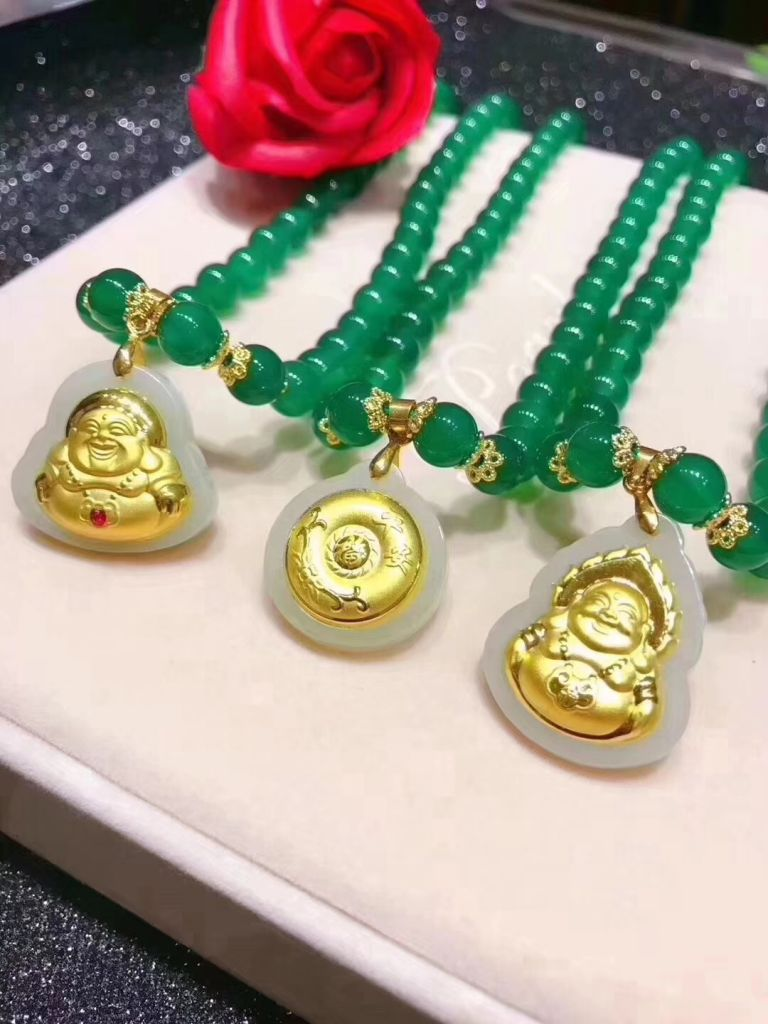 Elegant Pearl Necklace for Perfect Mother