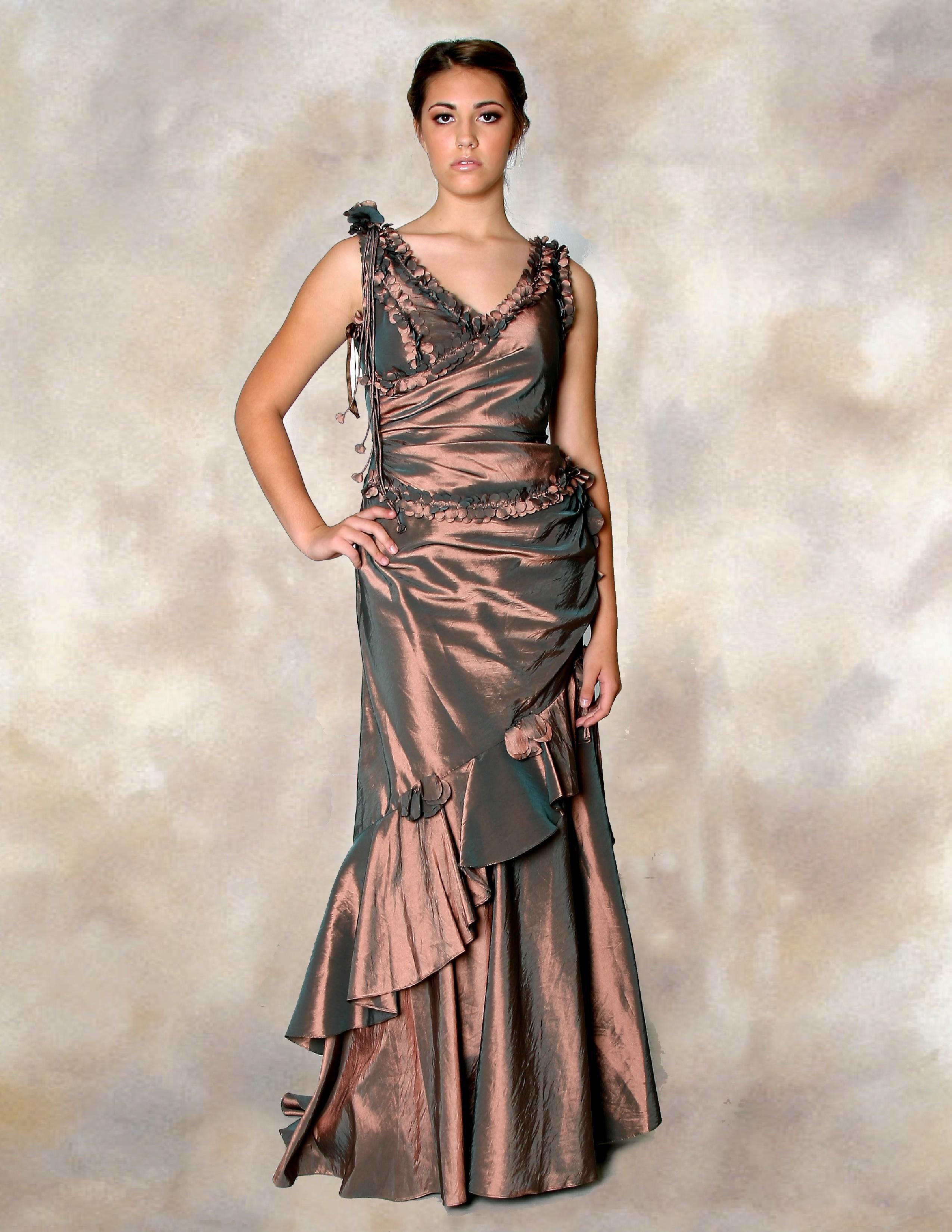 Evening Dress: 8900