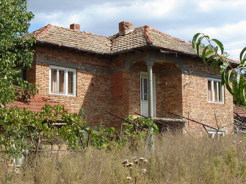 Bargain rural property 100 mile from the sea!