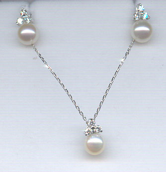 EARRINGS AND PENDANT WITH DIAMONDS AND PEARLS