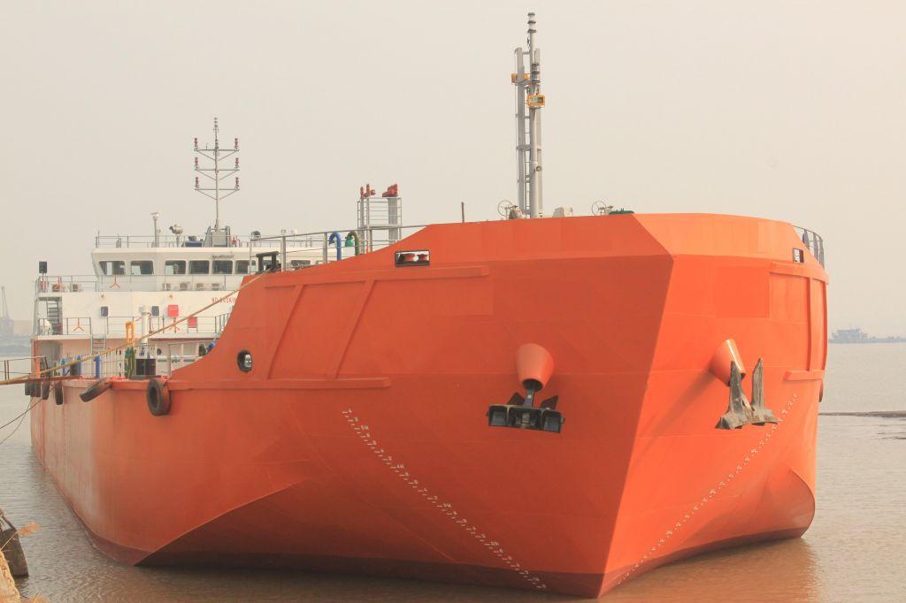 280ft self propelled oil barge