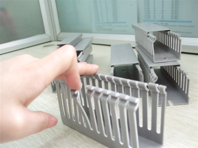 slotted wire duct
