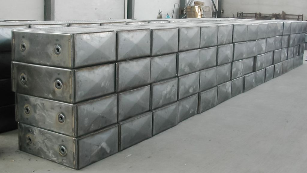 Professional Manufacture Pattern-Steel Plate Upright Hydraulic Oil/Fule Tank for Truck
