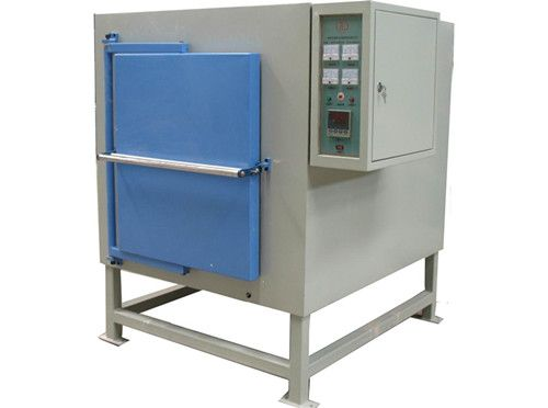 Industrial box type furnace for heat treatment