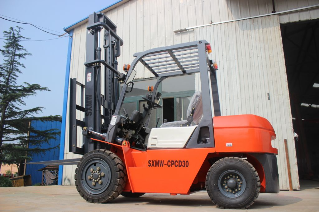 high discharge 4.5 m diesel engine forklifts for SXMW CPCD30