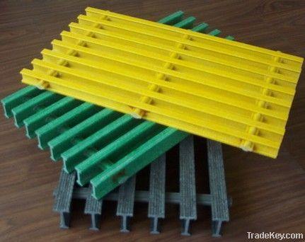 Pultruded fiberglass gratings