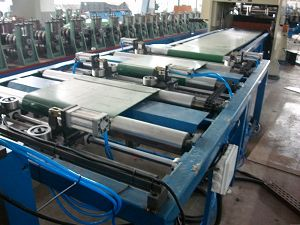 Cantilever type cable tray production line