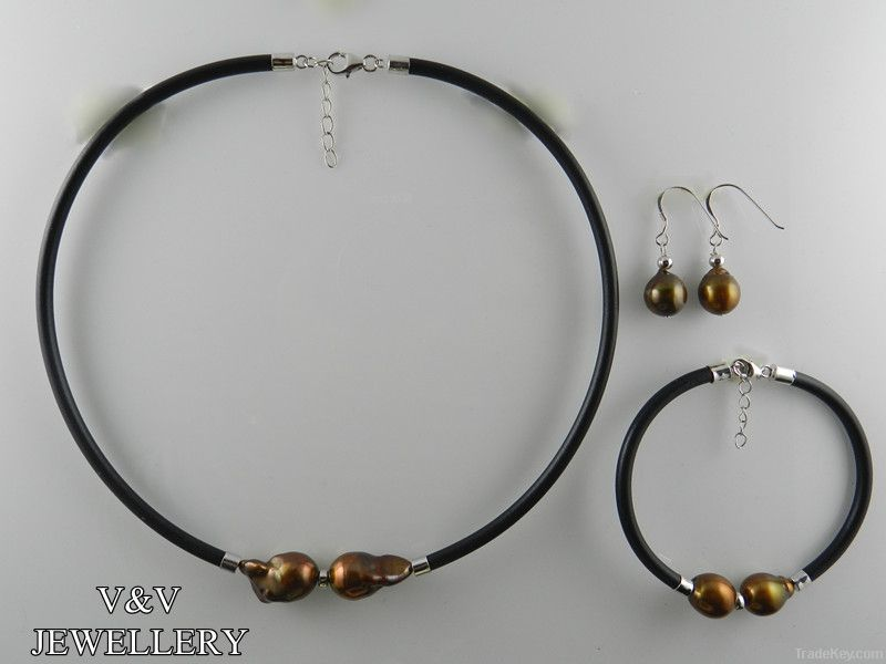 Chocolate baroque pearl and leather sets