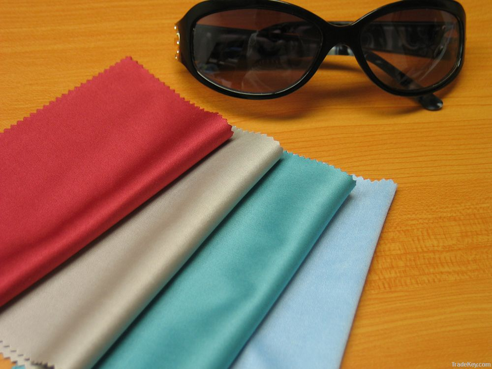 Lens cleaning cloth