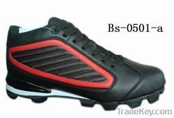Softball shoe