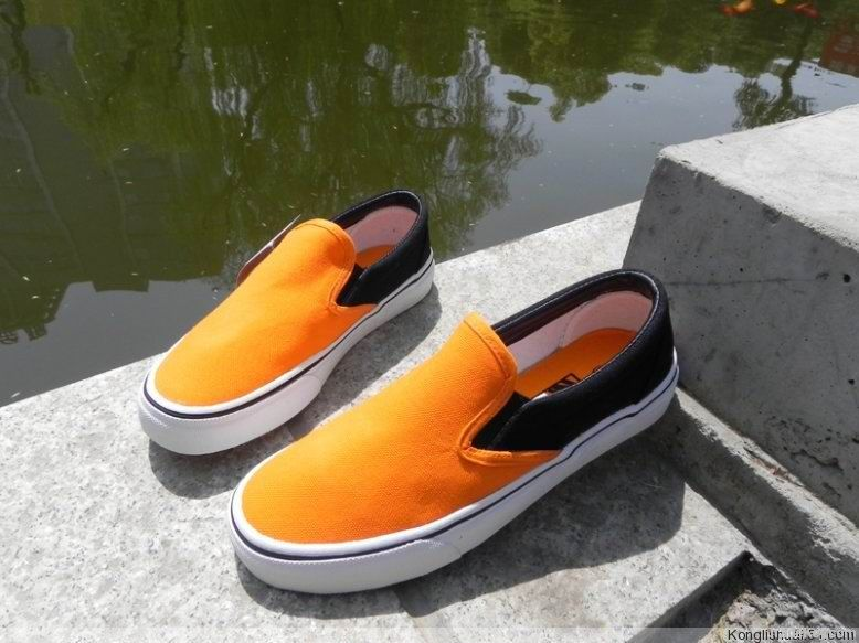 Slip-on style Men's casual canvas shoes