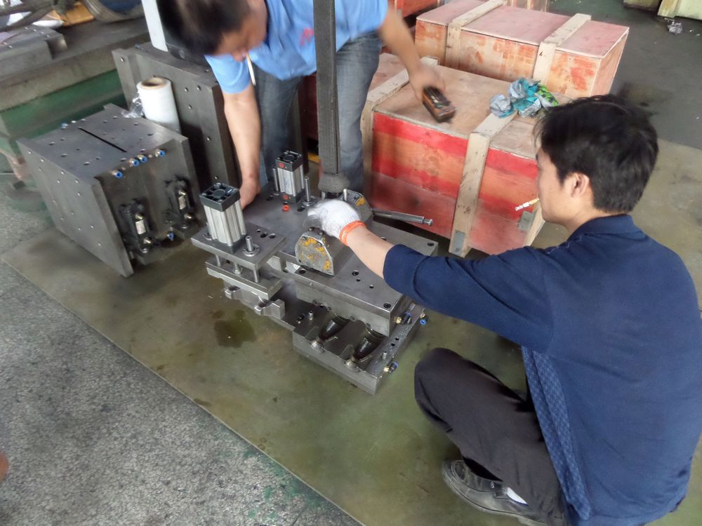 Plastic Bottle Extrusion Blowing Mould