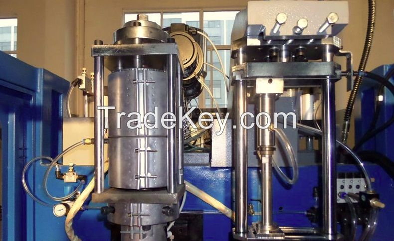Plastic extrusion blowing molding machine