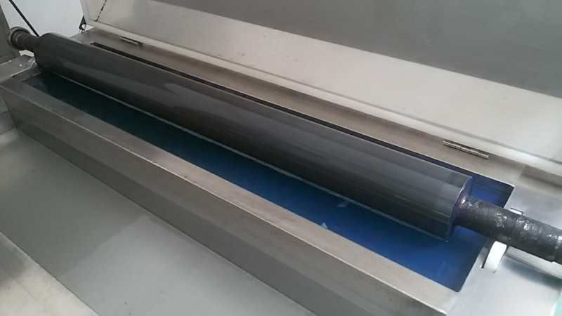 Ultrasonic washing machine for printing roller