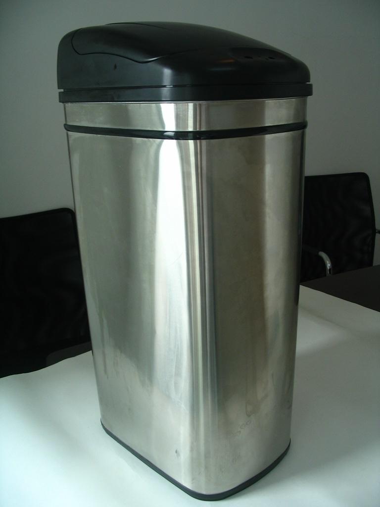 automatic trashcan