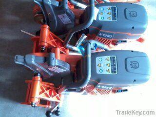 Rail cutting machine