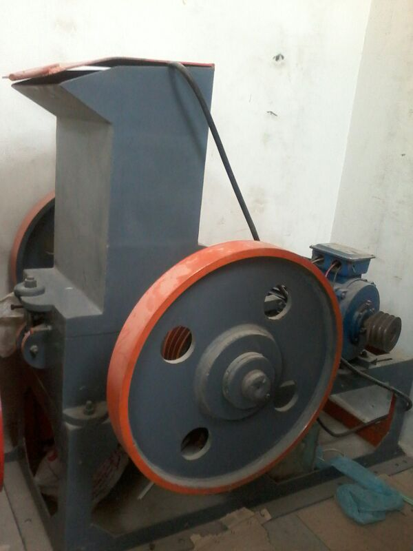 extruder machine with accessories(crusher water tub cutter)