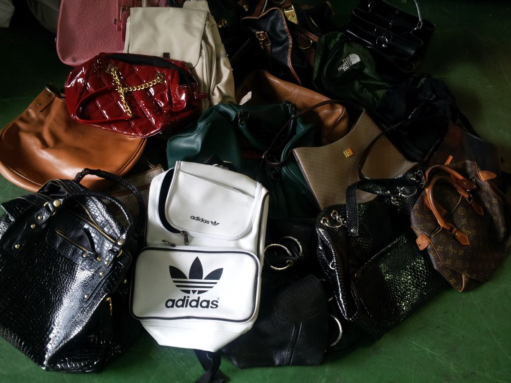 AAA grade Used shoes from South Korea