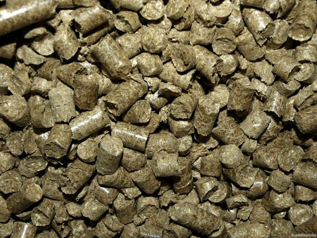 Straw pellets for horse bedding