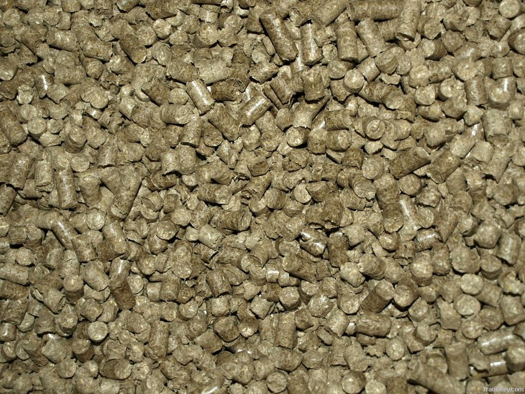 Straw pellets for horse bedding