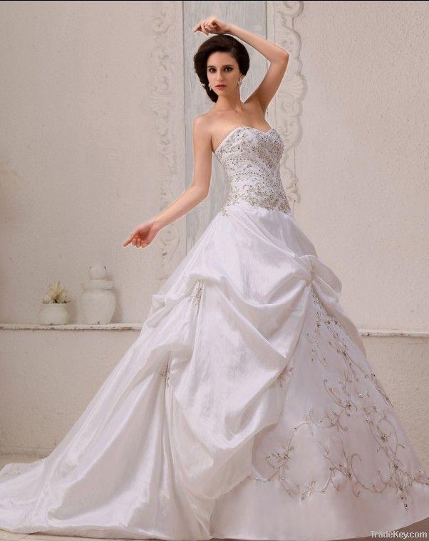 Stylish Satin Beading Ruffle Ball Gown Sweetheart A-line Wedding Dress