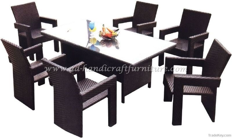 poly rattan dining set