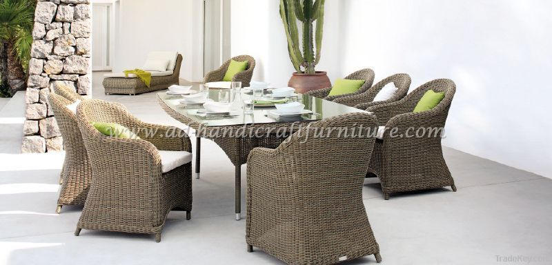 poly rattan dining set