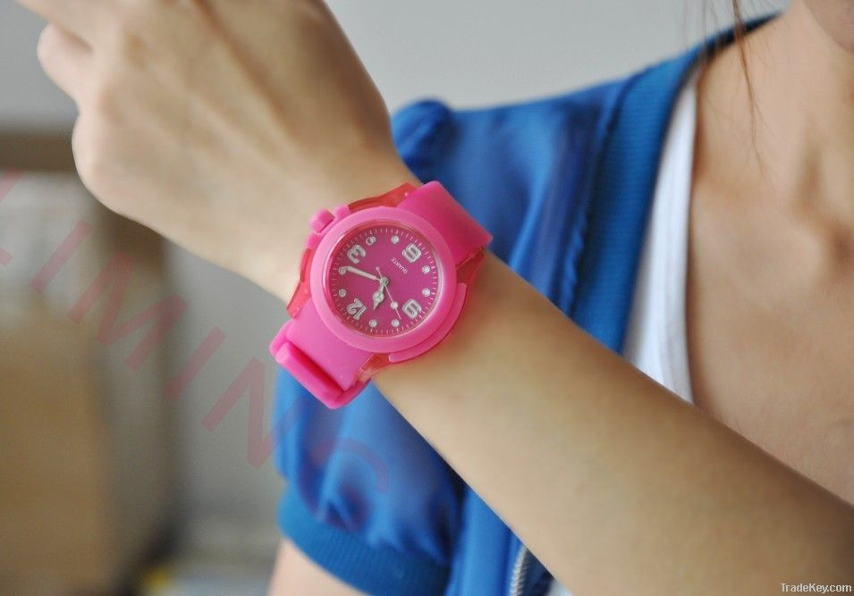 Charismatic red silicone watch