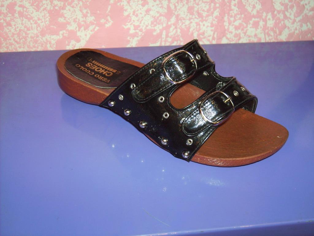 feamle sandal R375