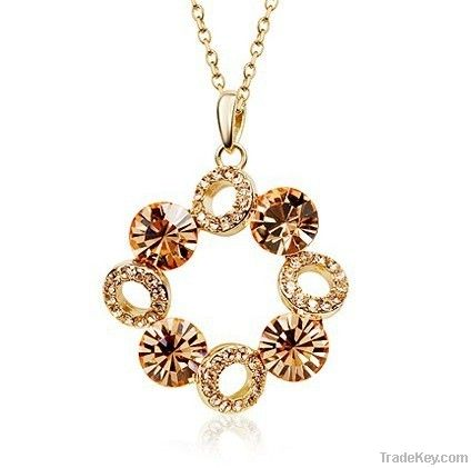 Crystal pendant necklaces
