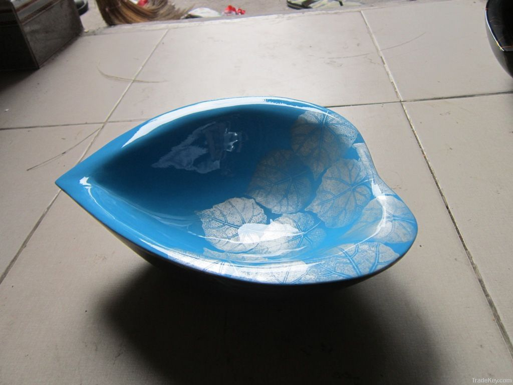Lacquer heart shaped bowl