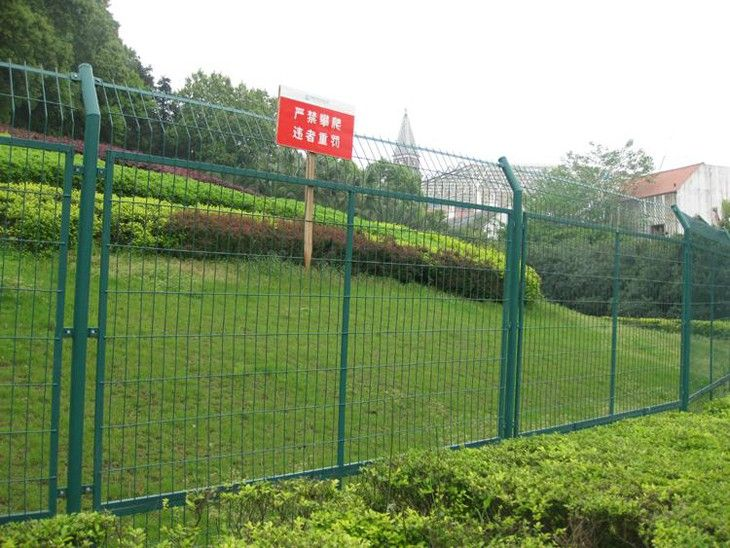 Metal mesh fence PVC coated wire mesh fence Steel mesh fencing