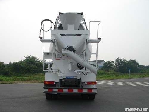 SINOTRUK diesel engine 8m3 concrete mixer truck